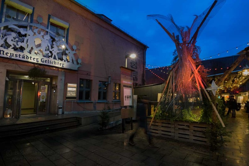Weihnachtsmarkt Dresden-Neustadt an der Scheune mit Verkauf und Verkostung von Whisky, Gin, Rum