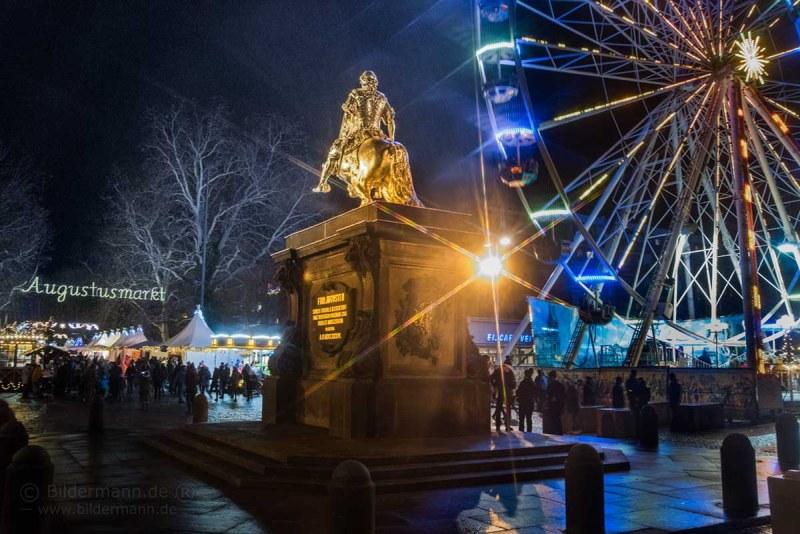 Weihnachtsmarkt Augustusmarkt auf der Hauptstrasse in Dresden-Neustadt vom Goldenen Reiter bis zum Albertplatz